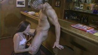 Une grosse bite pour une femme salope